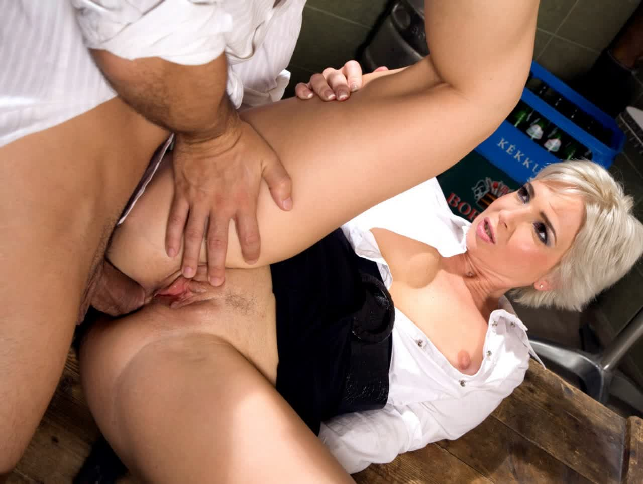 Slutty chick Maxi Booty repays Billy Glide with a solid blowjob for cum
